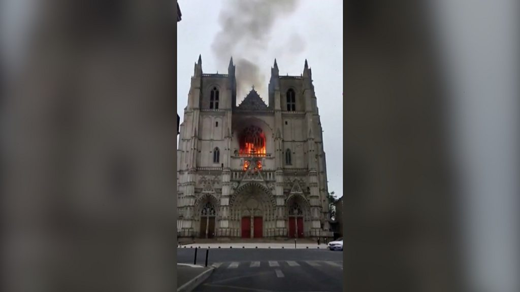 nantes-cathedral-fire:-volunteer-admits-starting-blaze,-says-lawyer