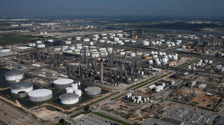 us-swaps-venezuelan-fuel-oil-for-russian-products