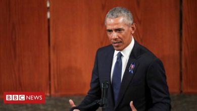 Photo of Obama eulogy makes thinly veiled digs at Trump