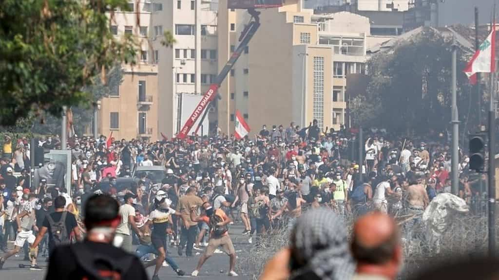beirut-explosion:-angry-protesters-storm-government-ministries