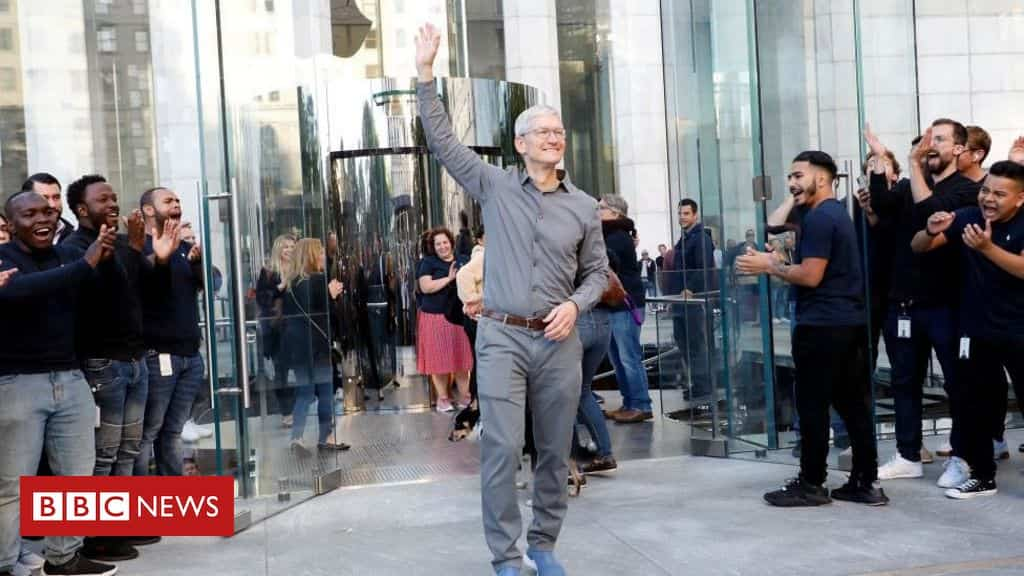 apple-boss-tim-cook-joins-the-billionaires-club