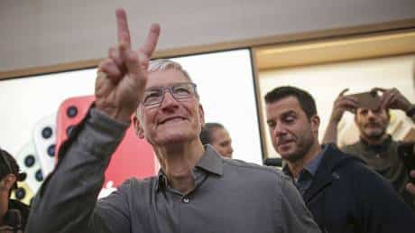 apple-becomes-first-$2-trillion-us-company-after-seeing-almost-60%-growth-in-2020