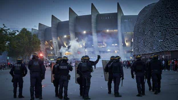 police-make-148-arrests-after-clashes-following-psg-champions-league-defeat