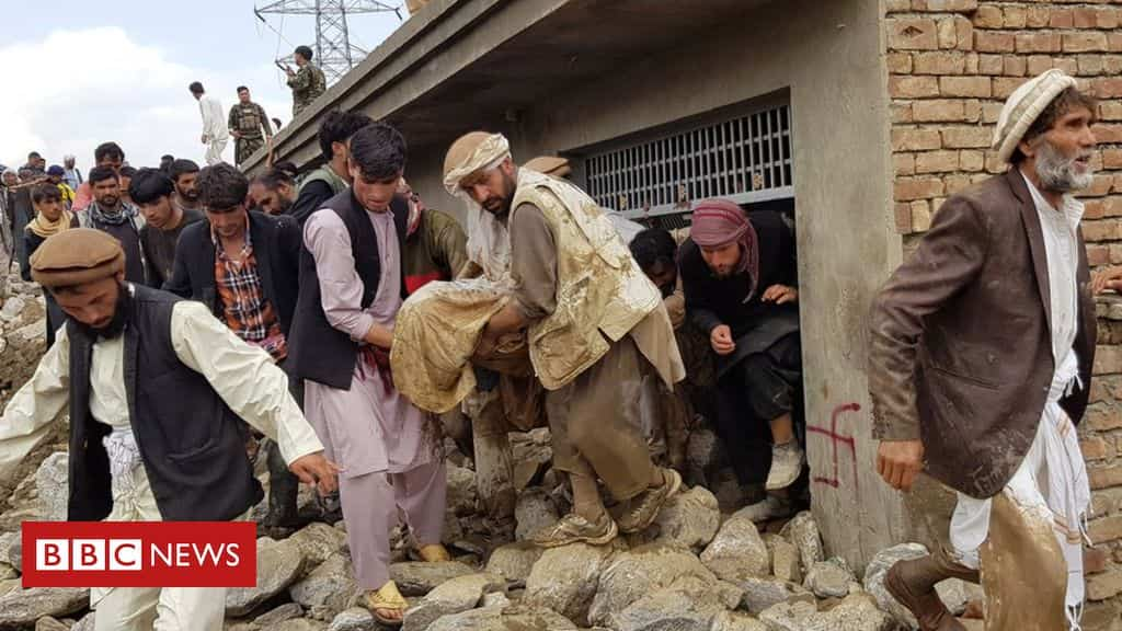 afghanistan:-deadly-flash-floods-kill-dozens,-damage-homes