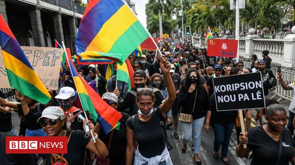 mauritius-oil-spill:-thousands-march-in-port-louis
