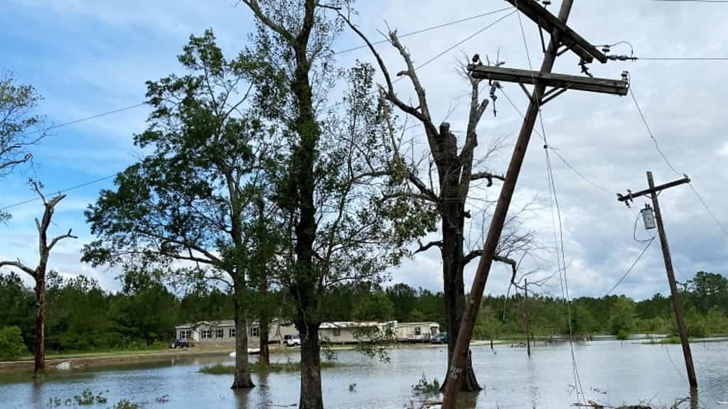 hurricane-laura:-400,000-without-power-in-louisiana