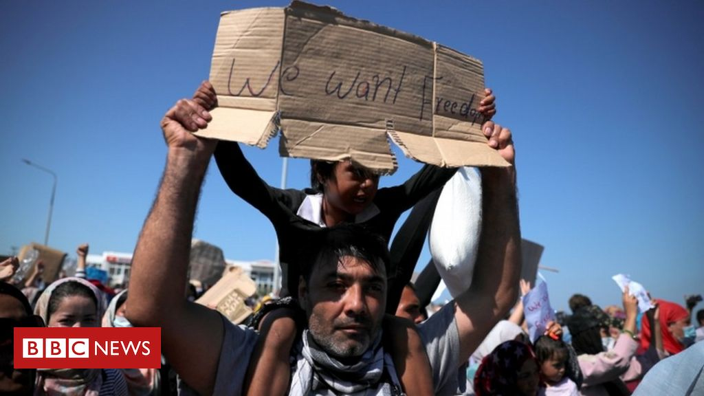 moria-migrants-and-greek-islanders-protest-over-new-camp