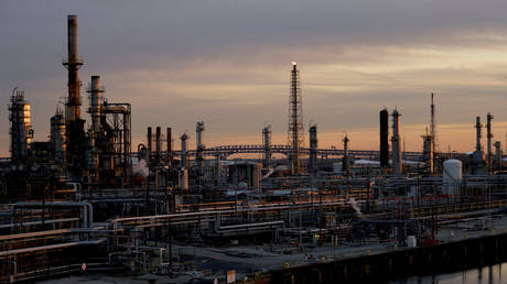 will-trump-bail-out-struggling-refiners?
