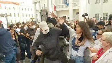 Photo of Belarus protests: Women try to unmask those detaining protesters