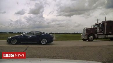 Photo of Canada Tesla driver charged over 'napping while speeding'