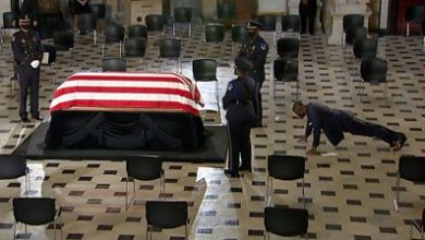 Photo of Ruth Bader Ginsburg: Personal trainer honours her with push-ups by casket