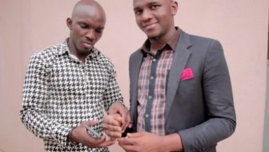 Photo of Sculptor in Nigeria creates black prosthetic hand for his brother