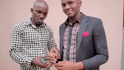 sculptor-in-nigeria-creates-black-prosthetic-hand-for-his-brother
