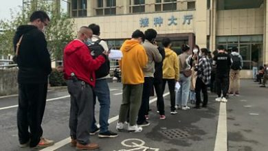 Photo of Hundreds queue in Yiwu, China for experimental Covid-19 vaccine