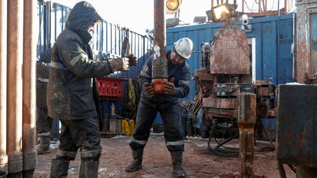 opec+-crude-production-cuts-could-be-extended-–-putin
