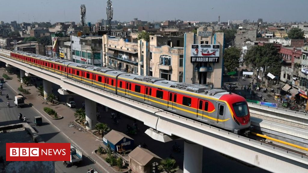 pakistan's-first-metro-line-opens-to-passengers-in-lahore
