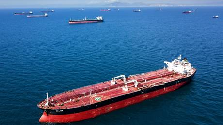 russia's-crude-oil-exports-drop-8%-in-january-august