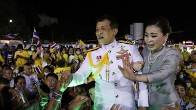 thai-monarchy:-royalists-stage-show-of-support-for-the-king