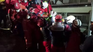 Photo of Turkey-Greece earthquake: Man in his 70s found under rubble after 33 hours