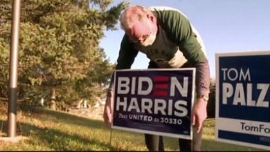 Photo of US election: Trump supporter replaces neighbour's stolen Biden sign