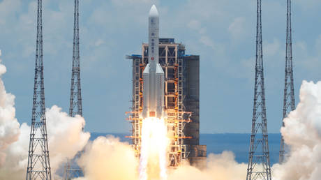 'on-the-way-to-mars':-boom-bust-observes-china's-space-race-as-it-launches-world's-1st-6g-satellite-into-orbit
