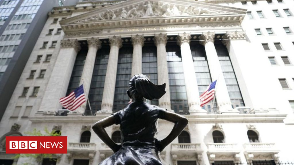 wall-street-'old-boys-club'-lets-in-more-women