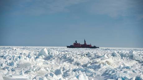 russia-working-on-massive-oil-project-to-boost-country's-position-in-arctic
