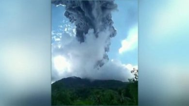 Photo of Indonesia: Thousands run away toxic gas after volcano erupts