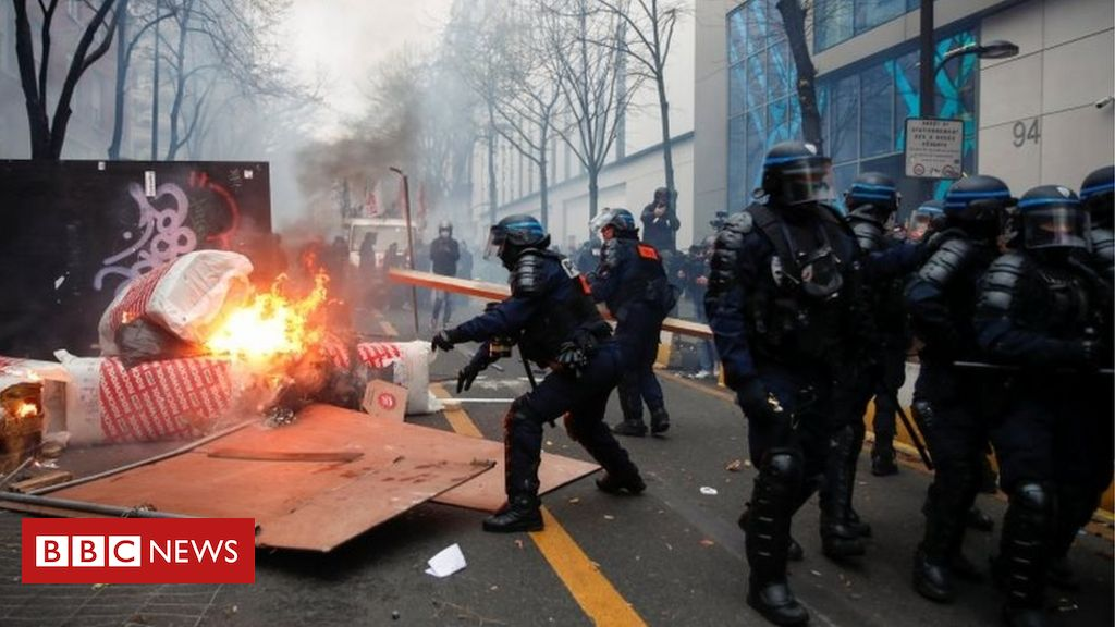 france-police-security-bill:-protests-turn-violent-again
