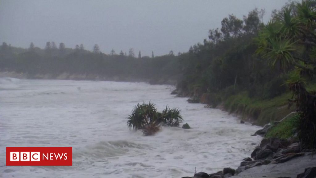 australia-storms:-byron-bay's-main-beach-'all-but-disappeared'