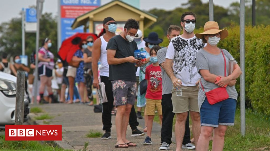 covid:-sydney-residents-urged-to-stay-home-amid-new-outbreak