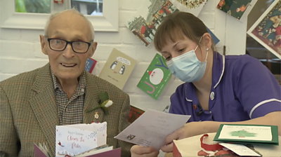 the-101-year-old-veteran-with-thousands-of-christmas-cards