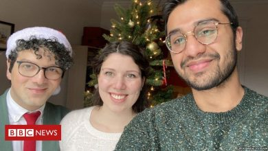 Photo of Muslim-Canadian's 'first Christmas' goes viral