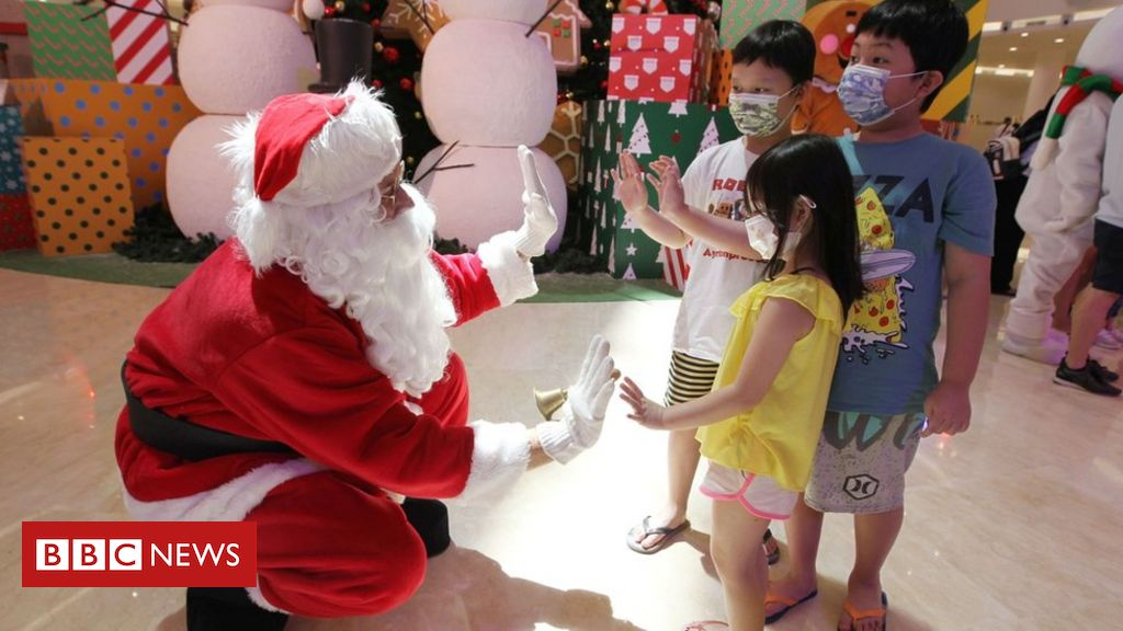 in-pictures:-christmas-celebrations-around-the-world