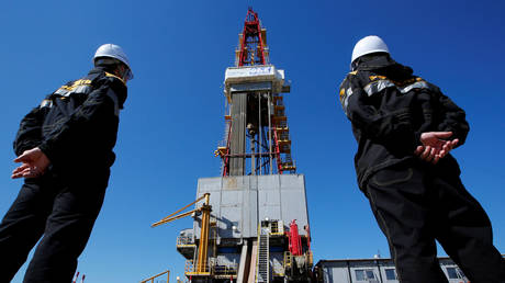 russia-plans-to-boost-oil-production-next-year-under-opec+-agreement