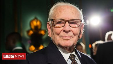Photo of Pierre Cardin: French fashion giant dies aged 98