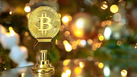 bitcoin-sets-new-all-time-high-above-$28,500,-on-track-for-biggest-monthly-gain-since-2019