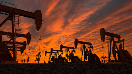 russia's-oil-output-plunges-to-lowest-in-nearly-a-decade