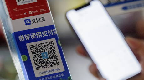 trump-turns-up-the-heat-on-beijing-banning-alipay-&-seven-other-chinese-apps