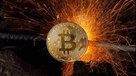 bitcoin-continues-to-break-records-after-pushing-through-$40,000-milestone