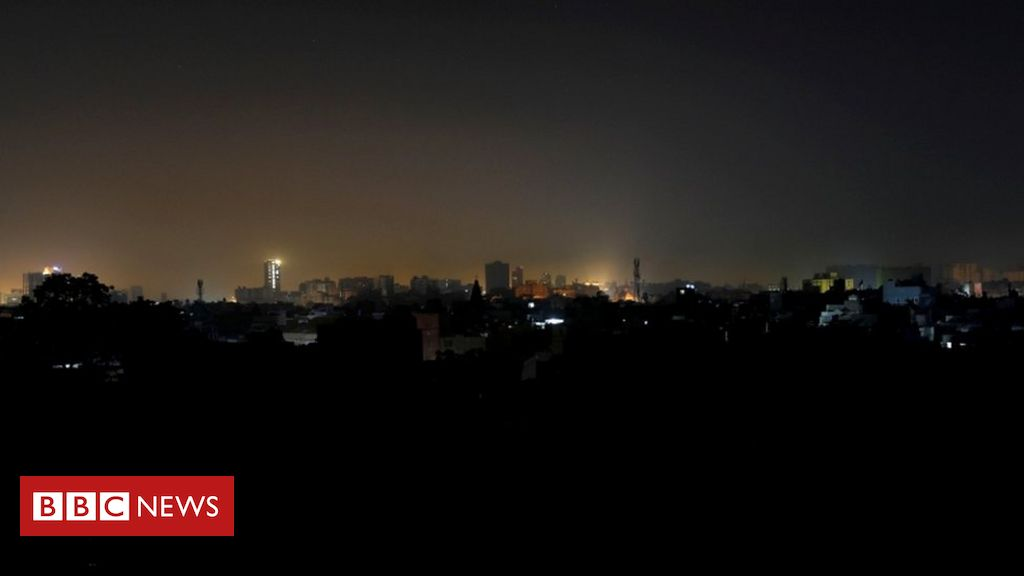 pakistan-power-cut-plunges-country-into-darkness