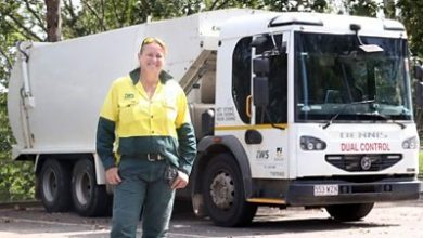 Photo of Why this female garbage truck driver hopes more women will join her
