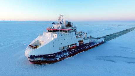 russian-arctic-sea-route-shipping-tops-33-million-tons-in-2020