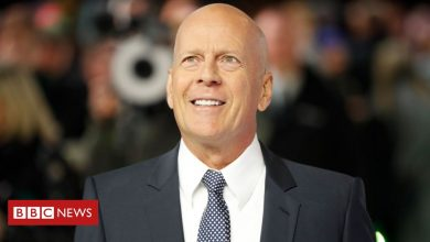 Photo of Bruce Willis admits 'error of judgement' over face mask