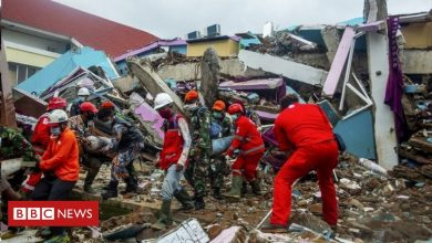 Photo of Indonesia earthquake: Heavy rain hampers search for survivors