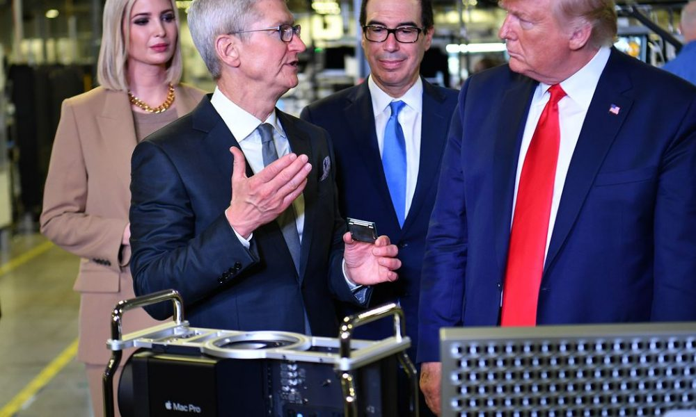 tim-cook-gave-the-first-mac-pro-to-trump,-apparently