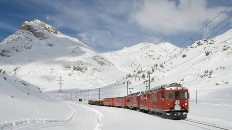 silk-road-trade-on-track:-freight-train-sets-off-from-china-to-russia,-drastically-cutting-travel-time