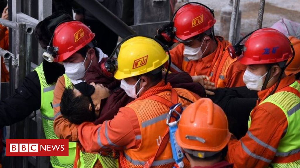 china-mine-rescue:-eleven-miners-brought-to-surface-alive