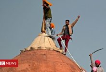 Photo of India protest: Farmers breach Delhi's Red Fort in huge tractor rally