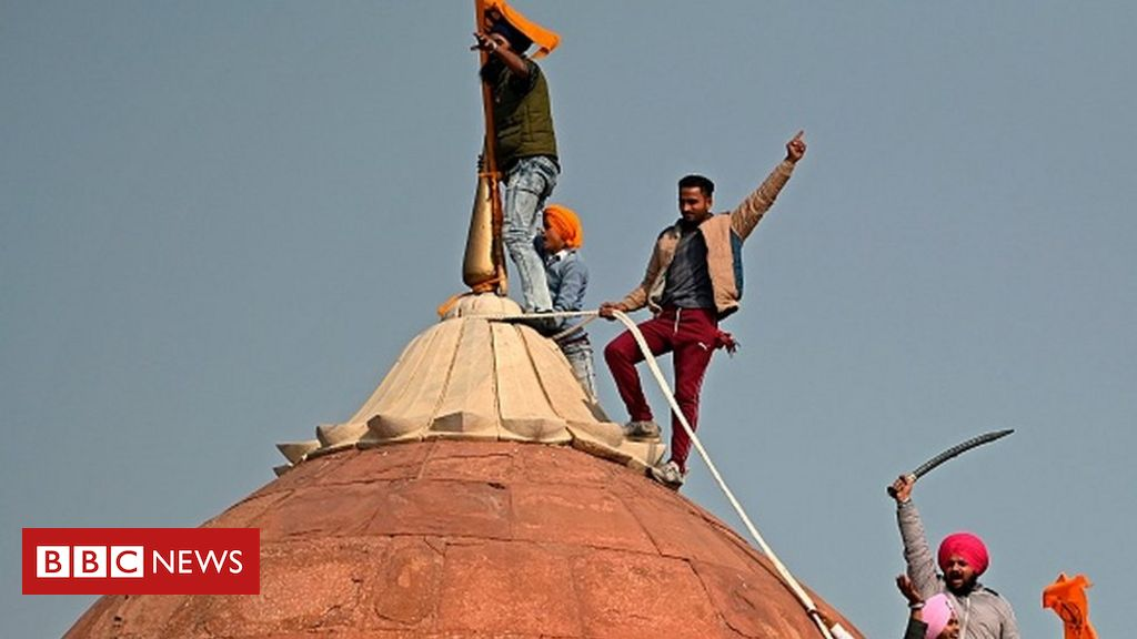 india-protest:-farmers-breach-delhi's-red-fort-in-huge-tractor-rally